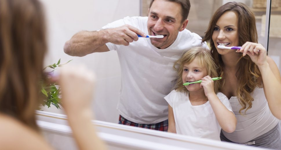 Maintain Your Oral Health: 5 Good Reasons Not to Share Your Toothbrush